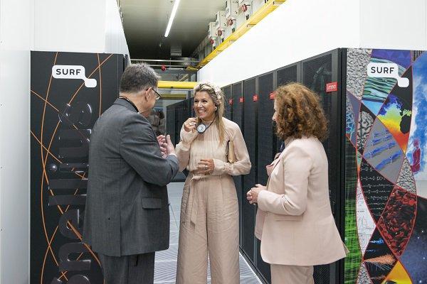 Maxima 'opent' supercomputer (credits: Vera Duivenvoorden)
